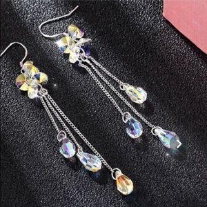 NWT! Crystal dangle earrings